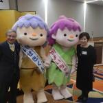 昨年の会場風景。右は清水ひろ子・播磨町長(高19回)